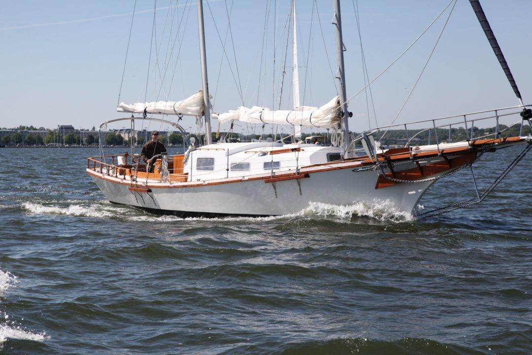 SailboatData.com - PRIVATEER 35 Sailboat