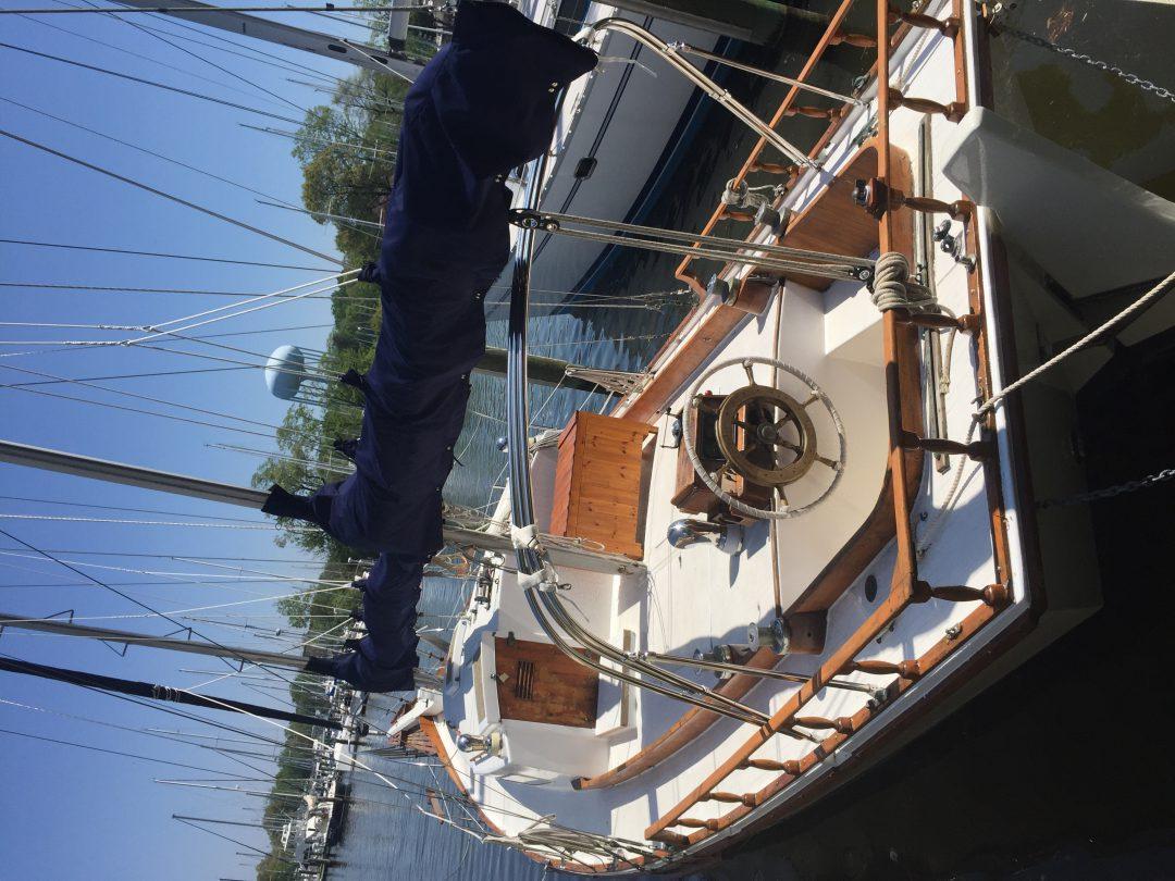 SailboatData.com - Sailboat built by Kenner Boat Company