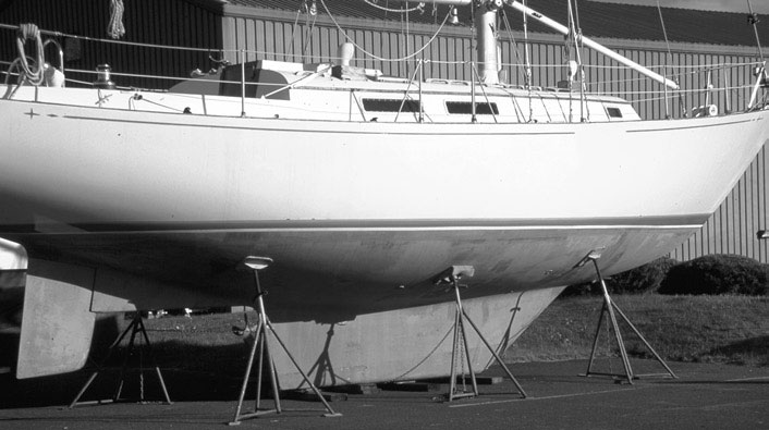 squared-off fin keel on a sailboat