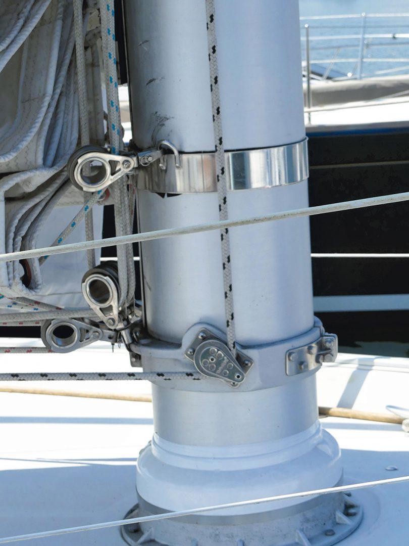 Nonsuch 30 mast block