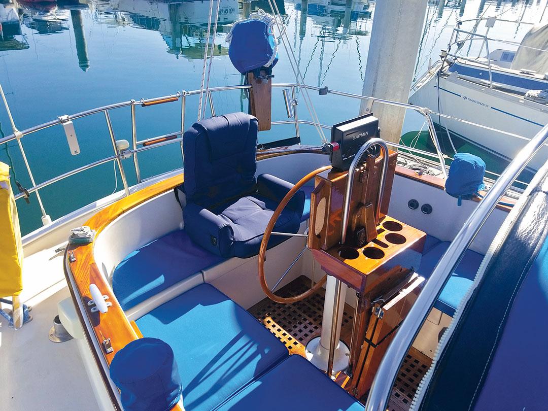 Nonsuch sailboat cockpit